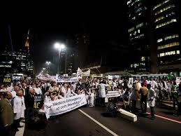 Atualizada - Protesto contra o Programa Mais Médicos fecha Avenida Paulista