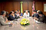 Governo admite fusão de secretarias para conter crise financeira