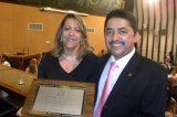 Deputado Roberto Carlos entrega Título de Cidadã Baiana à desembargadora Cynthia Resende