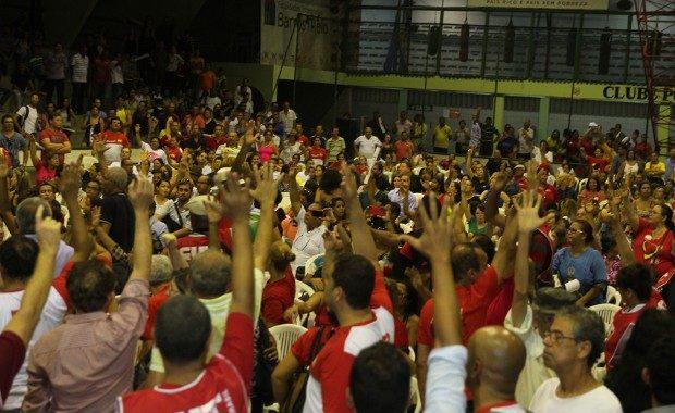 Professores da rede estadual fazem paralisação nesta quinta-feira (26) contra projeto de Paulo Câmara sobre piso salarial para parte da categoria