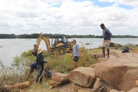 SAAE e comunidade realizam mutirão de limpeza no Rodeadouro