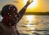 Lula brinda a liberdade com um mergulho ao nascer do sol