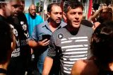 Vídeos: Candidato a prefeito de São Carlos lidera agressão de bolsonaristas em ato contra Damares