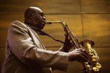 Coronavírus mata Manu Dibango, lenda do saxofone