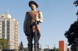 Estátua de Borba Gato agora tem segurança 24h da GCM
