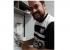 """Dois dias após derrota, Boulos viraliza com vídeo em que lava louça e canta """"Andar com fé"""""""