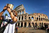 Governador italiano é vacinado e recebe críticas por furar fila; confira