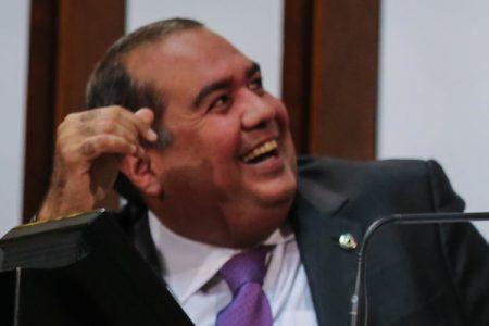 Sandro Régis dá uma 'tacada' em Rodrigo Maia