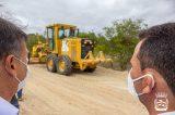 Prefeitura de Uauá faz serviço de recuperação de estrada em Sítio do Tomás