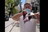 Militante bolsonarista compra todas as Istoé de uma banca, filma e joga no lixo (vídeo)